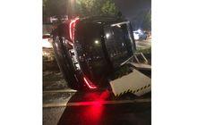 Lexus RX 300 Hitam Berpelat Nomor RFS Terguling di Senayan