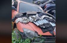 Mazda RX-8 Mengenaskan, Terlantar Kondisi Dirambati Tanaman, Kap Mesin Buat Taruh Seng