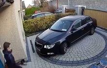 Ide Bagus Nih, Buat yang Repot Masukin dan Ngeluarin Mobil di Garasi Rumah dengan Posisi Mundur
