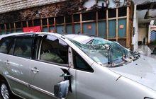 Depok Diamuk Puting Beliung, Kijang Innova dan Geely Panda Gepeng Berikut Lima Motor Lain