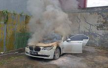 Pemilik Terkejut, BMW 730Li Mendadak Gosong Saat Mesin Dipanasi