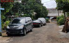 Mobil Tetangga Parkir Seenak Jidat di Jalan, Segera Cari Orang Ini