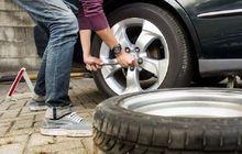 Mana Yang Benar, Pasang Dongkrak Dulu atau Kendurkan Baut Roda Dulu? Jangan Bingung Ini Jawabannya