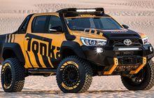 Toyota Hilux Dimodifikasi Jadi Lebih Tinggi dan Tambah Ganteng