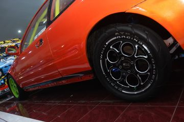 Biar Ringan Honda Civic Estilo Oranye Ini Adopsi Bodi Fiber Dan Kaca Akrilik Semua Halaman Gridoto Com