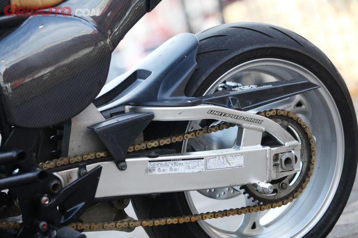 Modifikasi Yamaha Scorpio Ala Street Tracker Berbodi Carbon by Greyhead Customland