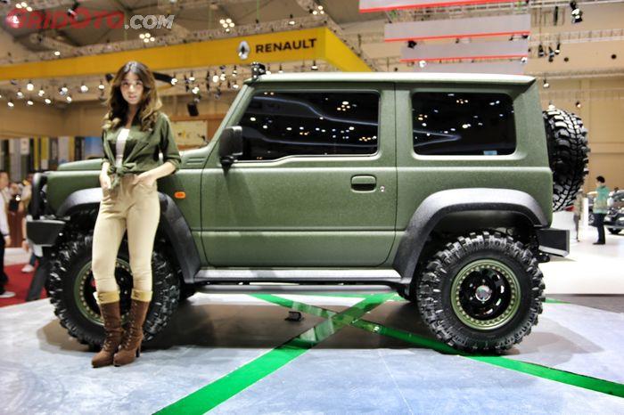 Sekujur bodi Jimny Touch Concept dilabur cat Raptor yang tahan terhadap kondisi extreme.