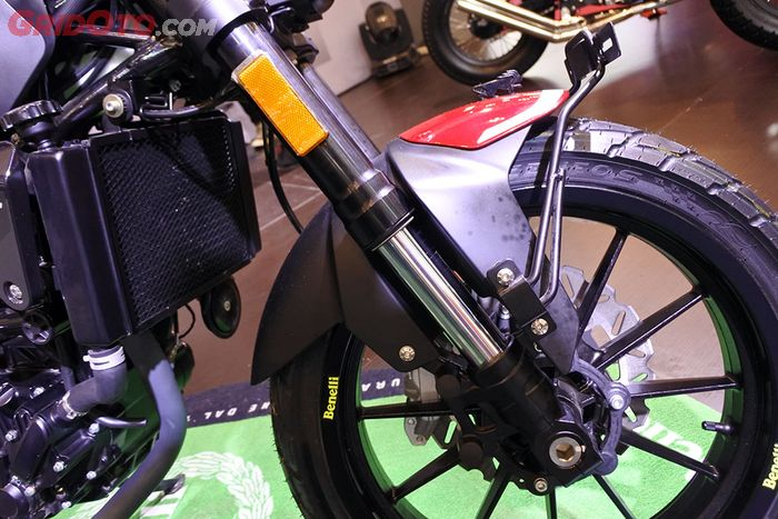 Sok depan upside down Benelli Leoncino 250
