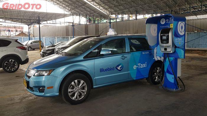 Mobil Listrik BYD e6 Blue Bird e-Taxi