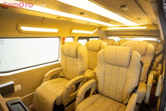 Kabin dikemas untuk 7 penumpang dengan konfigurasi 2-2-3