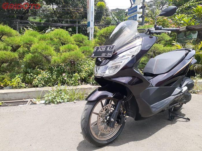 Honda PCX150 Vietnam tampil berkelas, body dan kaki-kaki dibuat elegan.