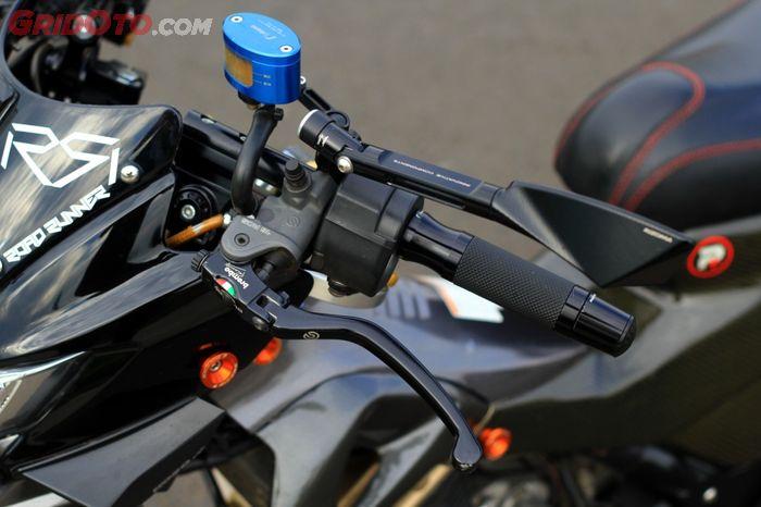 Sistem kopling diubah menjadi hydraulic menggunakan Brembo RCS16, mevvah…