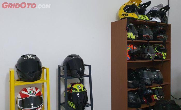 Pilihan helm yang tersedia buat rental moge di RIple