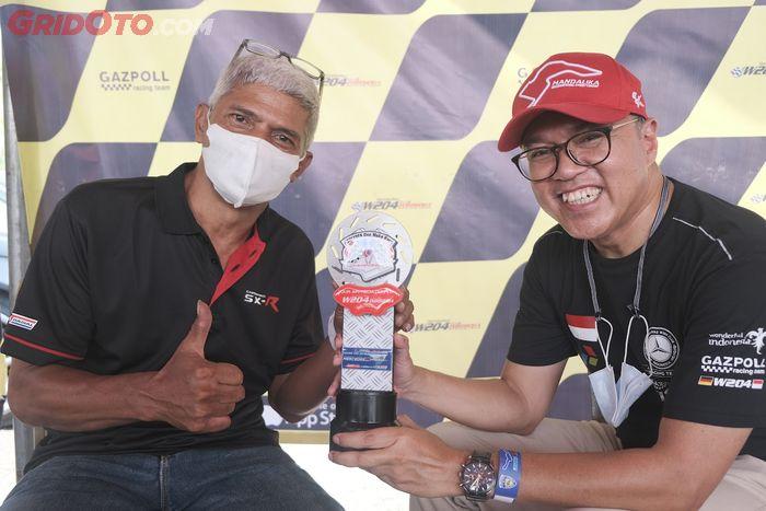 Rahmat Priana Mustafa, Presiden Mercedes-Benz W204 Club Indonesia (kanan) ingin bawa klub-nya nonton WorldSBK Indonesia dan jajal sirkuit Mandalika pada November nanti.