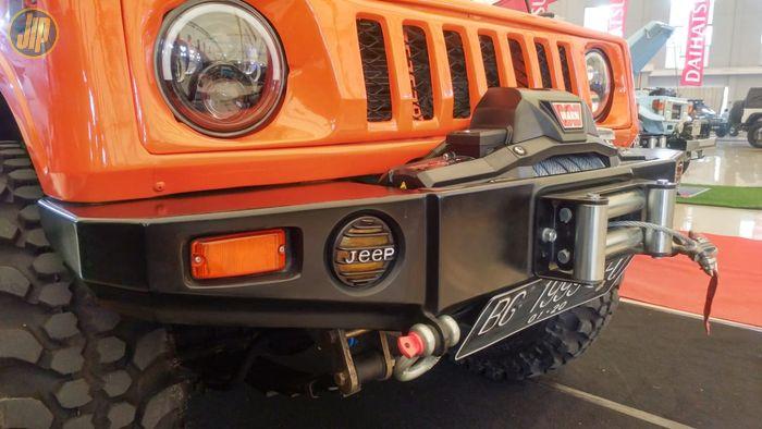 Winch milik Jeep Wrangler dipasang ke Suzuki Jimny