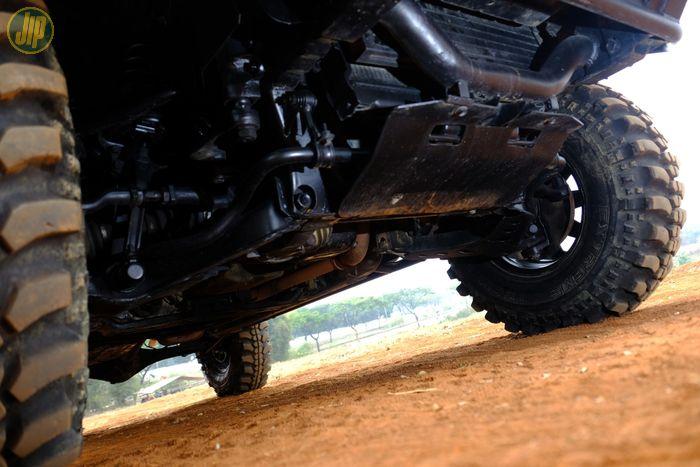 Selain ganti final gear, Sportage ini sudah ganti per murah meriah menggunakan L300 depan dan Fortuner belakang.