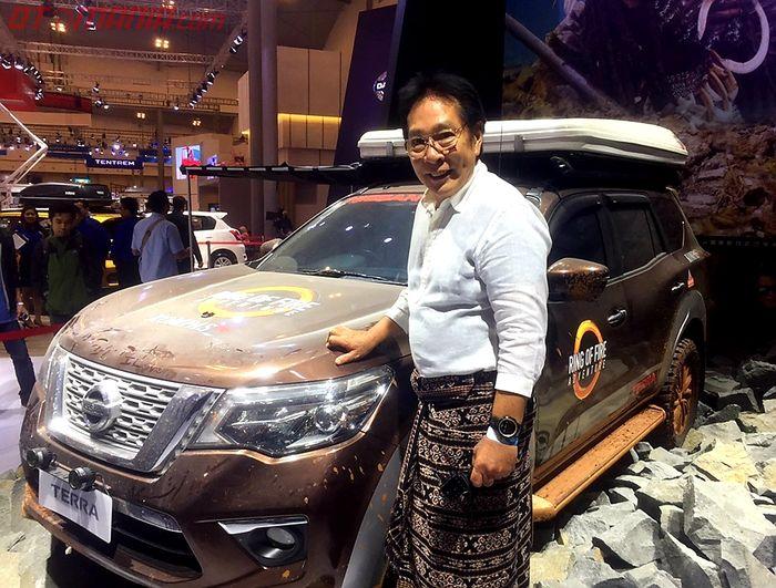 Youk Tanzil bersama All New Nissan Terra