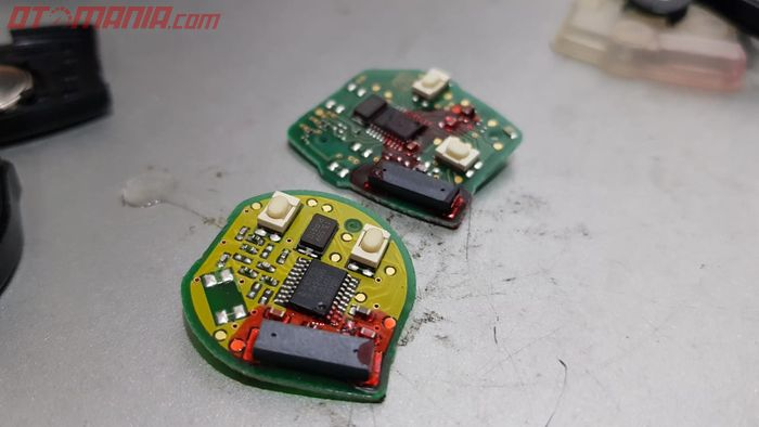 Transponder Immobilizer yang Ditanamkan di Modul Kunci Remote Mobil
