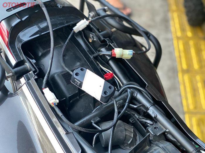 Proses reflash ECU Honda CRF250 Rally mudah dan cepat, hanya melalui soket saja, sekitar 15 menit sampai 20 menit