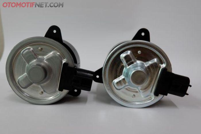 Ilustrasi motor fan keluaran Denso yang asli (kiri) vs imitasi atau palsu
