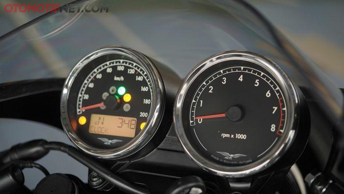 Spidometer Moto Guzzi V7 III Racer 10th Anniversary memiliki desain layout baru, lebih simpel tapi tetap klasik