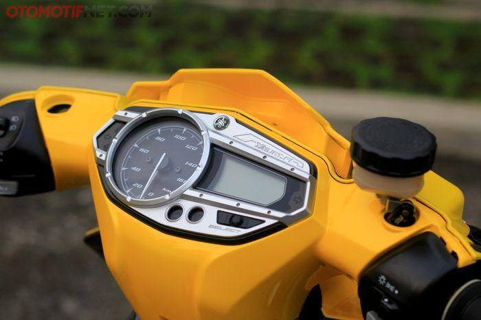 Batok dan spidometer diganti milik Nouvo SX dengan layar digital yang memberi kesan modern