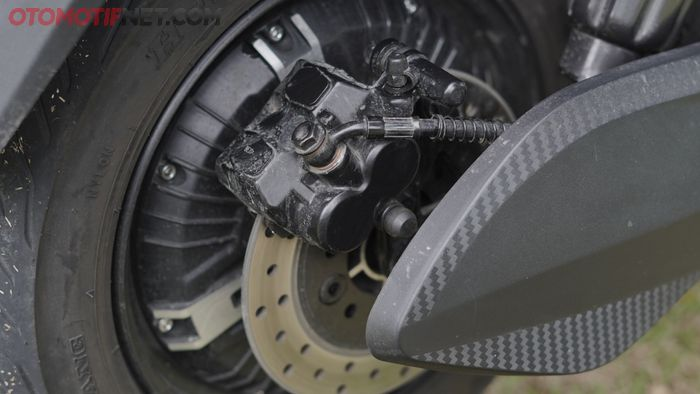 Rem belakang Rakata X5 tipe cakram dengan kaliper 2 piston