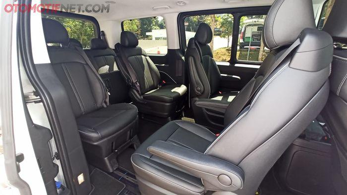 Jok baris kedua Hyundai Staria Signature 9 bisa diputar 360 derajat