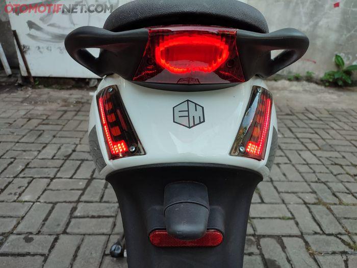 Piaggio Zip listrik, tampilan belakangnya menarik