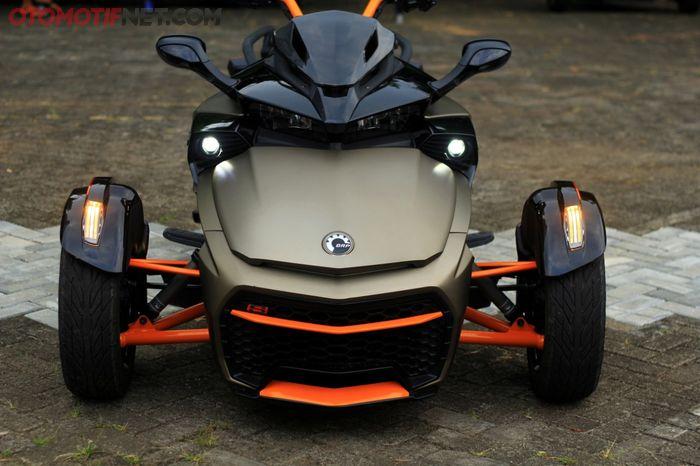 Can-Am Spyder F3-S Special Series dibekali 2 roda depan, gak bisa rebah!