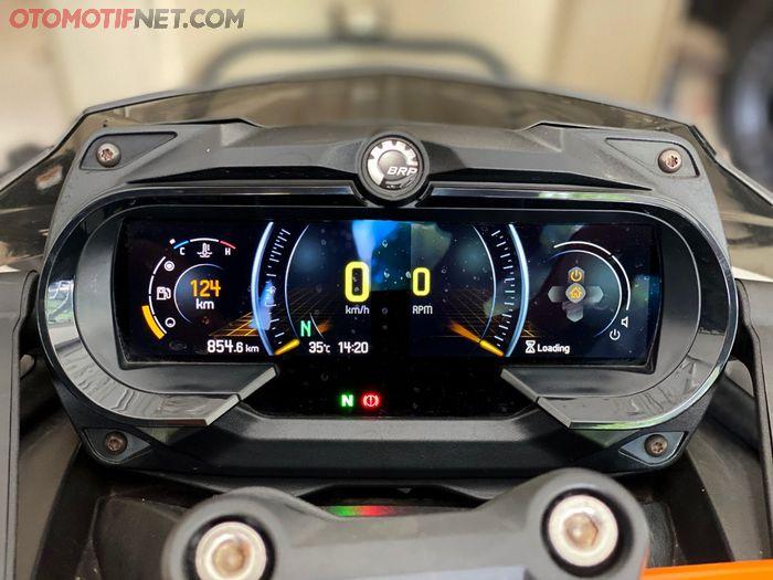 Can-Am Spyder F3-S Special Series sudah menggunakan spidometer fully digital dengan informasi yang lengkap