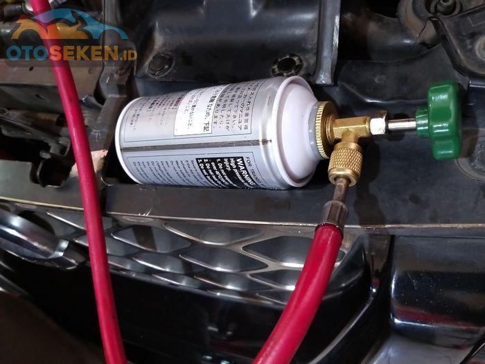Freon AC mobil kaleng kecil
