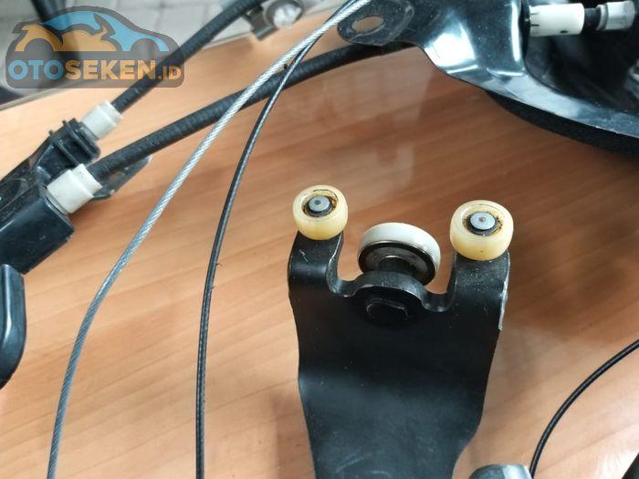 roller engsel pintu sliding door otomatis Honda Freed
