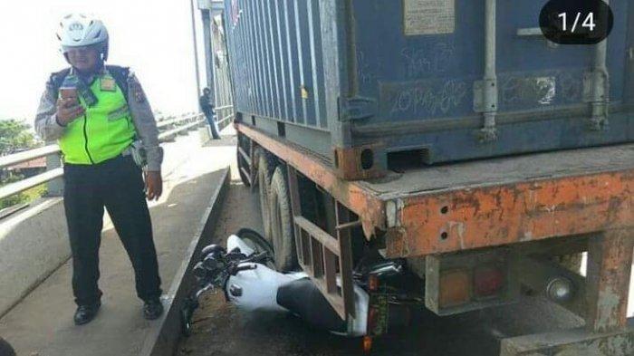 Suzuki Thunder Ipda Tatang yang mengganjal truk tronton di Jembatan Kapuas.