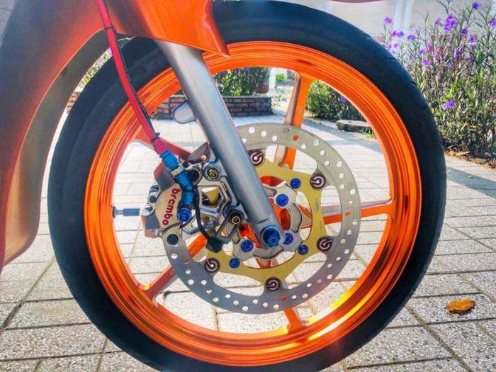 Suzuki Satria 2-tak, Dominasi Warna Oranye Tampilannya jadi