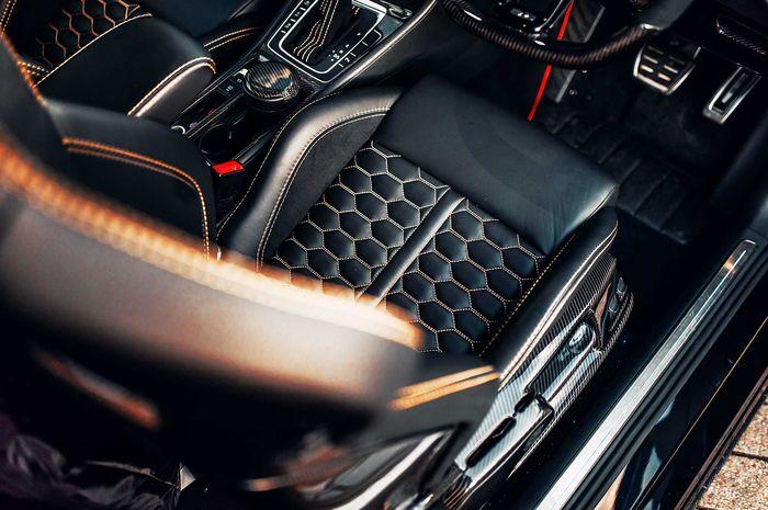 Banyak serat karbon terpasang kabin