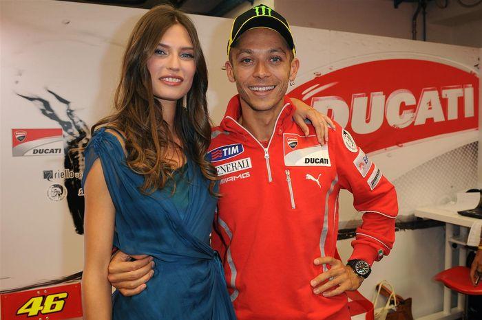 Valentino Rossi dengan Maddalena Corvaglia