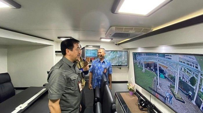 Isi kabin bus Mobile Command Post bandara Soekarno-Hatta