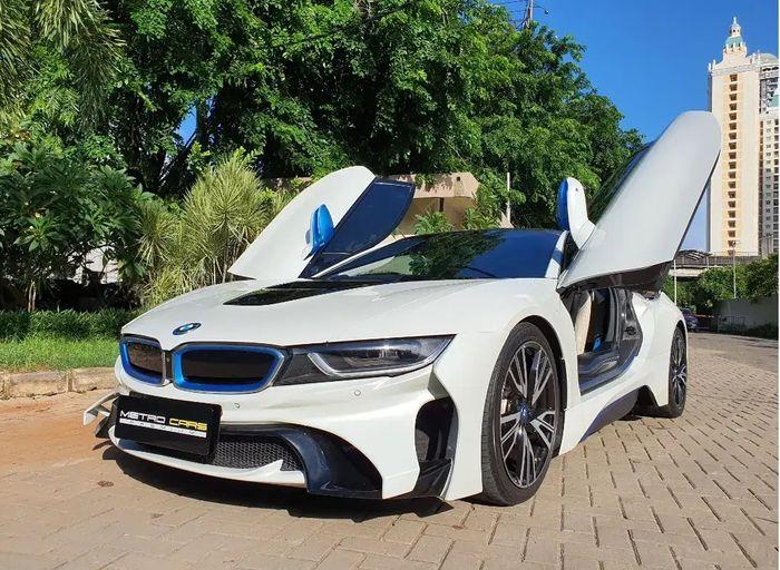 Model pintu butterfly BMW i8