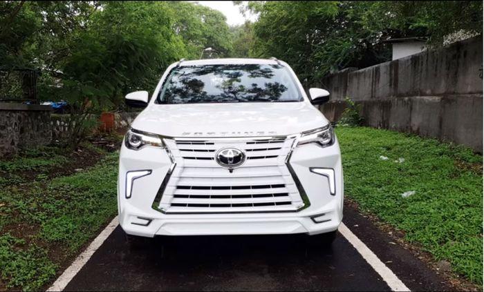Gril jadi tambah lebar bak Lexus dan dibungkus warna putih