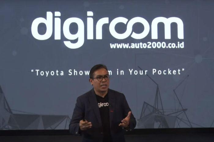 Martogi Siahaan, selaku CEO Auto2000, melakukan presentasi mengenai dealer digital Toyota yaitu Digiroom.