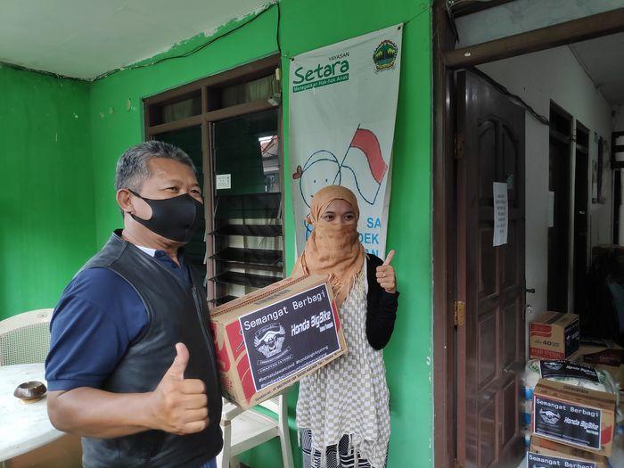 Penyerahan sembako Komunitas Honda Big Bike Jateng  bersama Honda Rebel Community Indonesia (HRCI) Chapter Jateng.