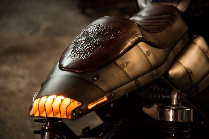 Buntut khas cafe racer dengan desain yang agresif