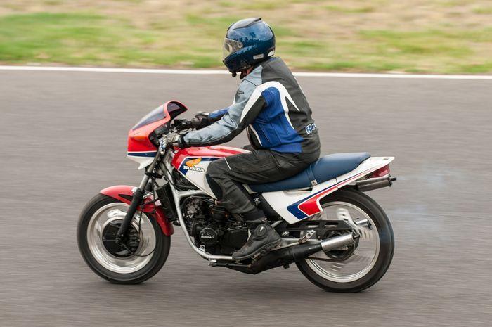 Honda MVX250F.