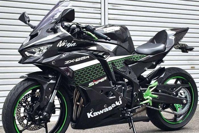 Modifikasi Kawasaki Ninja ZX-25R dengan bodi berbahan full serat karbon