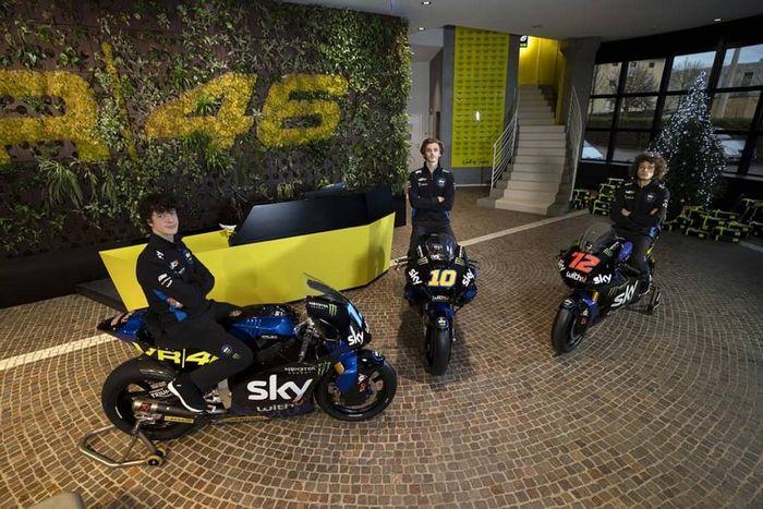 (kiri-kanan) Celestino Vietti, Luca Marini dan Marco Bezzecchi, tiga pembalap tim SKY Racing Team VR46