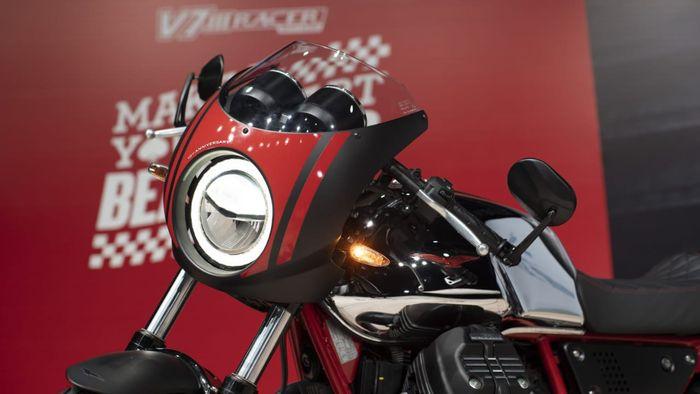 Lampu depan Moto Guzzi V7 III Racer 10th Anniversary