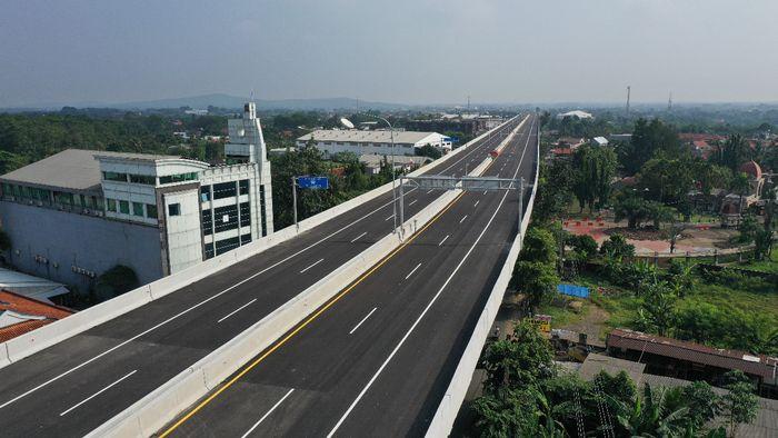 Jalan Tol BORR Seksi 3A sepanjang 2,85 km, merupakan jalan tol layang (elevated toll road) yang menghubungkan Sentul–Salabenda dengan aspal
