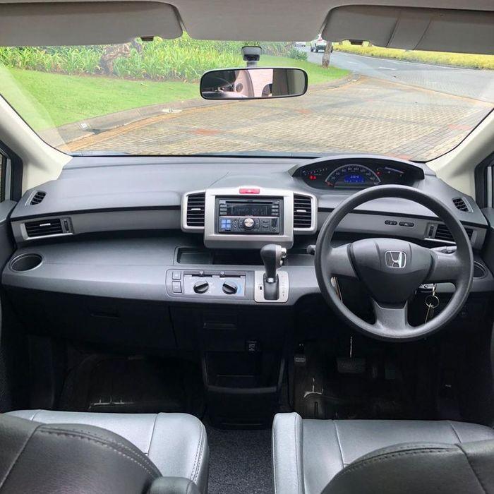 Interior Honda Freed SD 2012
