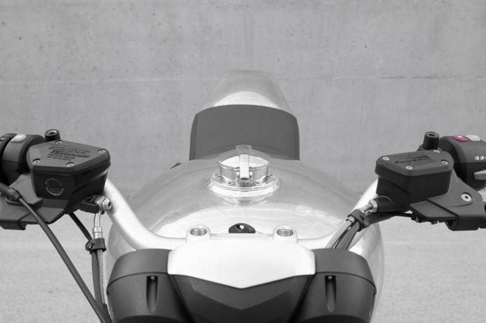Tangki alloy dengan tutup Monza-style yang ikonik
